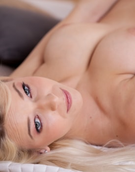 Sexy Czech Karol Craves Cock and Cash-1